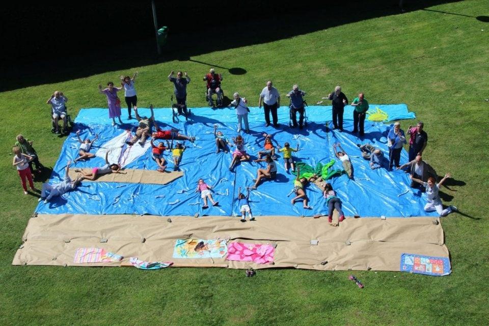 Piscina gigante elaborada por los niños y las niñas del Campus Solera
