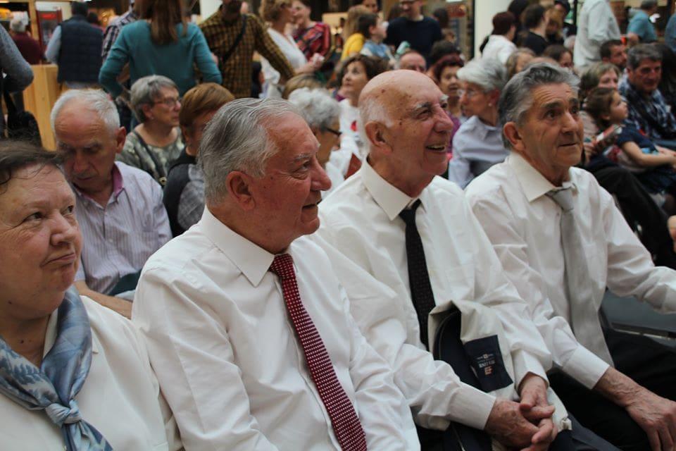 Coro Intergeneracional Mayo 2019 Centro Comercial Morea