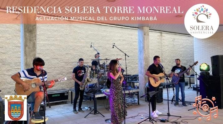 actuación musical del grupo kimbabá torre monreal 2