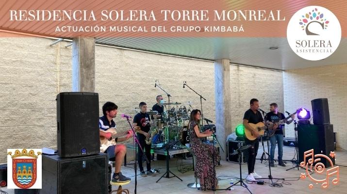 actuación musical del grupo kimbabá torre monreal 5