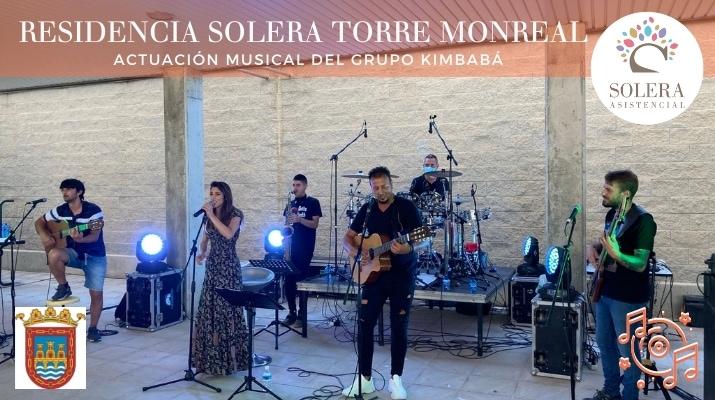 actuación musical del grupo kimbabá torre monreal